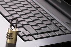 Vorhängeschloß auf Tastatur Lizenzfreie Stockfotos