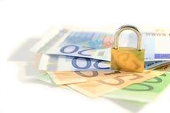 Vorhängeschloß und Geld Lizenzfreie Stockfotos