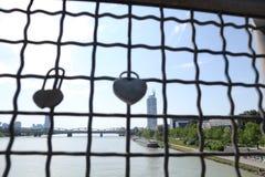 Vorhängeschloss-Herzen Stockbild