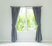 Vorhang mit Sonnenlicht Stockfotografie