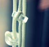 - Vorhangschnüre zusammen hängen Stockbild