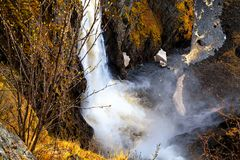 Voringfossen, Норвегия, брызгает на ноге скал Стоковое Изображение