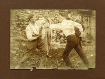 Vorlage 1920 antikes Fotomänner Kämpfen Lizenzfreie Stockfotos