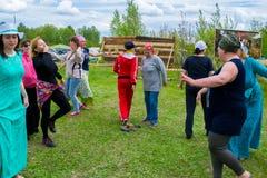 Vorlagen- Klasse in Frauen ` s Rundschreiben tanzt am Himmel und Erdeeth Stockfotografie