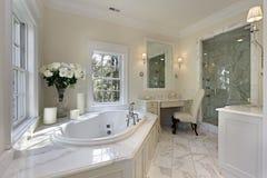 Vorlagenbad im Luxuxhaus Lizenzfreies Stockfoto