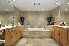 Vorlagenbad im Luxuxhaus Lizenzfreies Stockbild