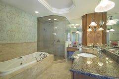 Vorlagenbad im Luxuxhaus Lizenzfreie Stockbilder