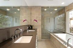 Vorlagenbad im Luxuxhaus Stockfotos