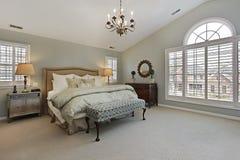 Vorlagenschlafzimmer mit Kreisfenster Stockfotos