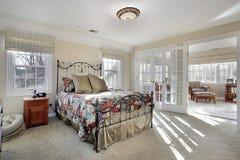 Vorlagenschlafzimmer mit Sitzenraum Lizenzfreie Stockfotos
