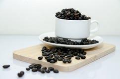 Vorm Hoogtepunt van Koffie tot een kom Royalty-vrije Stock Fotografie