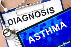 Vorm met diagnose en tablet met astma royalty-vrije stock fotografie