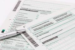 Vorm van inkomensbelastingaangifte met pen Royalty-vrije Stock Foto's