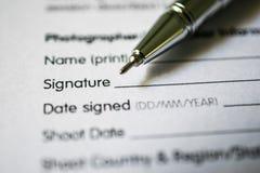 Vorm voor handtekening met pen Stock Afbeeldingen