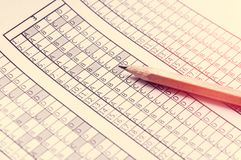 Vorm voor het examen met het potlood die op het liggen testing Selectieve nadruk toning stock foto