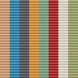 Vormden de digitaal geproduceerde weerspiegelende kleurrijke cilindrische gevormde, uitgedreven bars die tot vierkant leiden, mod Stock Afbeelding