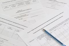 Vormen in Rus: 'Kaart en Samenvatting van speciale beoordeling van arbeidsvoorwaarden, 'Lijst van geadviseerde maatregelen om het royalty-vrije stock afbeelding