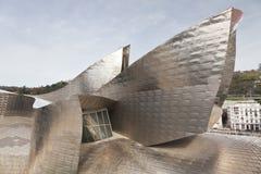Vormen van het Museum van titaniumGuggenheim in Bilbao, Kuuroord Stock Afbeeldingen