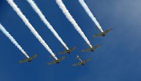 Vorming die bij EAA AirVenture in Oshkosh vliegen royalty-vrije stock fotografie
