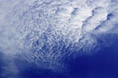 Vorming van Cirrocumulus-Wolken in de Hemel Royalty-vrije Stock Foto's