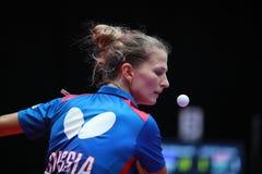 VOROBEVA Olga från Ryssland på serve Fotografering för Bildbyråer