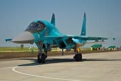 VORONEZH, RÚSSIA - 25 DE MAIO DE 2014: Lutador-bombardeiro Su-34 do avião militar do russo imagens de stock