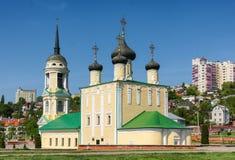 Voronezh, Rússia, o 11 de maio de 2013: Templo de Uspensky Admiralty no quadrado de Admiralty na terraplenagem de Petrovskaya imagem de stock royalty free