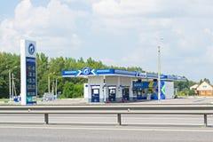 VORONEZH ROSJA, SIERPIEŃ, - 01, 2016: Stacja paliwowa Surgutneft ' zdjęcie stock
