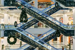 Voronezh, Rusland - December 14 2017: Modern Handelswandelgalerij of Winkelcentrum Stock Foto's