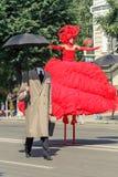 Voronezh, Russie : Le 12 juin 2015 Défilé des théâtres de rue sur la rue principale de la ville photo libre de droits