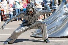 Voronezh, Russie : Le 12 juin 2016 Défilé des théâtres de rue une journée ensoleillée agréable Amusement, joie images stock