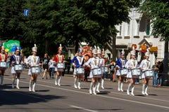 Voronezh, Russie : Le 12 juin 2016 Défilé des théâtres de rue une journée ensoleillée agréable Amusement, joie image stock