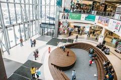 Voronezh, Russland - circa im März 2018: Hall des modernen Einkaufszentrums oder des Einkaufszentrums in Voronezh Lizenzfreies Stockfoto