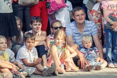Voronezh, Russland: Am 12. Juni 2015 Parade von Straßentheatern auf der Hauptstraße der Stadt lizenzfreie stockfotografie