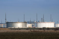 Vorratsbehälter der Erdölprodukte Stockfotos