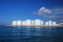 Vorratsbehälter an einer Raffinerie in Singapur Stockbild
