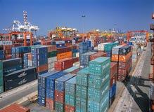 Vorratsbehälter im Hafen Lizenzfreie Stockbilder