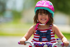 Vorschüler auf Fahrrad Lizenzfreie Stockbilder