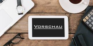 Vorschau, deutscher Text für Vorschau auf Schirm von Tablet-Computer a Lizenzfreie Stockfotos