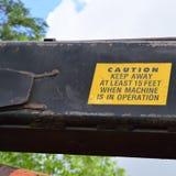 Vorsicht-Aufkleber auf Knuckleboom-Klotz-Lader-Arm Lizenzfreie Stockbilder