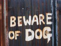 Vorsicht, bissiger Hund Stockfotos