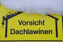Vorsicht Dachlawinen Imagenes de archivo