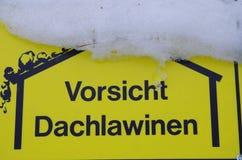 Vorsicht Dachlawinen Fotografía de archivo libre de regalías