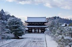 Vorst behandelde tempel, de winter in Kyoto Japan Royalty-vrije Stock Afbeeldingen