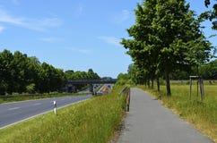 Vorstadtdurchgangsstraßen lizenzfreie stockfotos