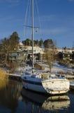 Vorstadtwaterside bringt Winterzeit unter Lizenzfreies Stockbild