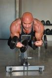 Vorwärtsansicht-Gewichtheben Stockbilder