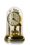 Vorwahlknopf der Verzierung der analogen Uhr Gold Sie ist auf einem weißen Hintergrund Stockfotografie