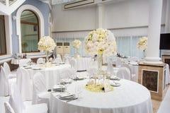Vorzüglich verzierte Hochzeitstafeleinstellung Lizenzfreies Stockbild