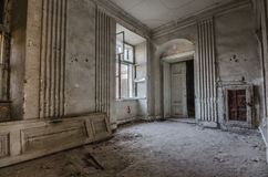 Vorzimmer in verlassenem Schloss Lizenzfreies Stockfoto